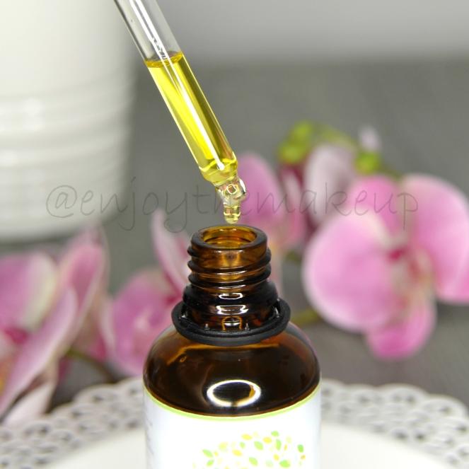 El aceite de jojoba llegó a mi vida para incluirlo en una mezcla que una  senior artist de Mac creó como preparador de la piel antes del maquillaje. b9e948586aa8
